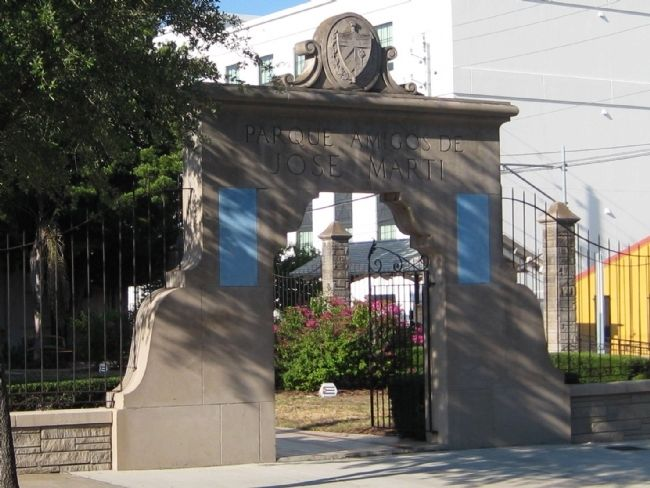 Front gate to the Parque Amigos de Jose Marti image. Click for full size.