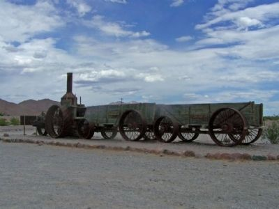 Old Dinah, Steam tractor and ore wagons image. Click for full size.
