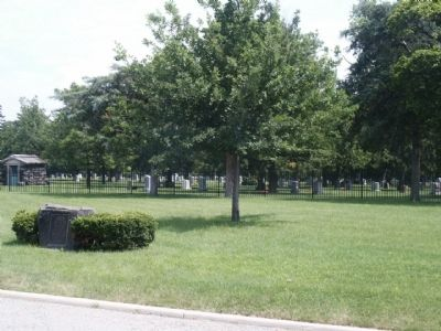 The Royal Oak Marker and Oakview Cemetery image. Click for full size.