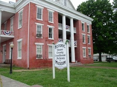 Historic Roane County Courthouse Museum image. Click for full size.