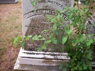 Grave of Sarah Semmes Floyd, mother image. Click for full size.