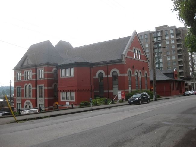 The New Westminster Court House and Land Registry Office (2010) image. Click for full size.