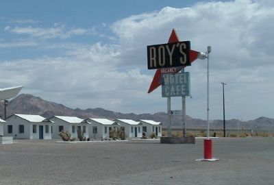 Motel Cottages and the Roy's Sign image. Click for full size.
