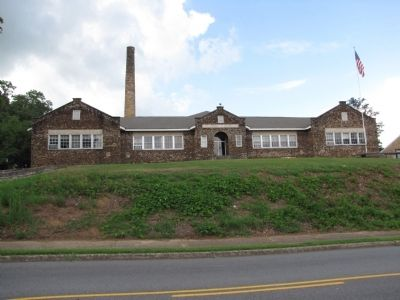 KDS DAR elementary school building image. Click for full size.