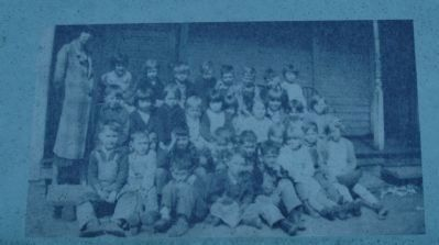 Children at the original clapboard Glencoe School. image. Click for full size.
