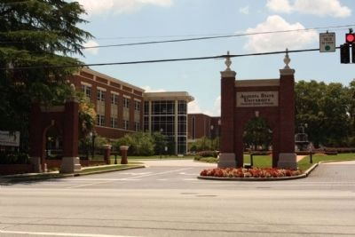 Augusta State University entrance, Walton Way with University Hall image. Click for full size.