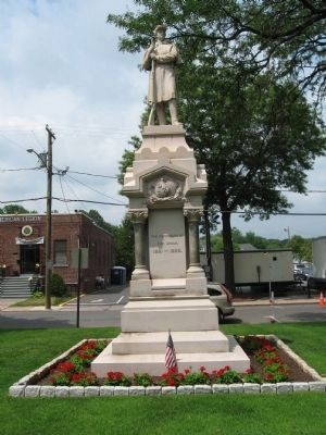 Southington Soldiers Memorial image. Click for full size.