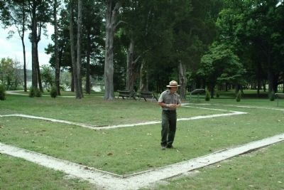 A Park Ranger Explains the Outline of the George Washington Birthplace House image. Click for full size.