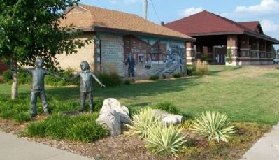 Immigrant Park Marker and Mural image. Click for full size.