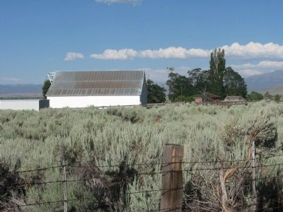 Sam Brown Barn and House image. Click for full size.