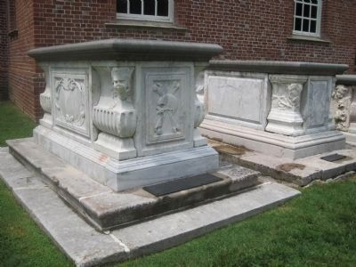 Robert Carter's Tomb image. Click for full size.