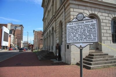 Old Custom House Marker image. Click for full size.