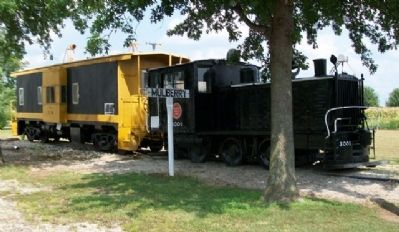 1932 Plymouth 0-6-0 Switch Engine and Caboose image. Click for full size.