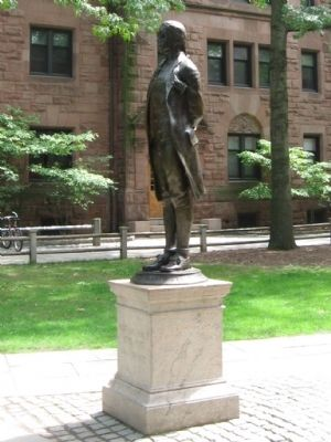 Nathan Hale Statue image. Click for full size.