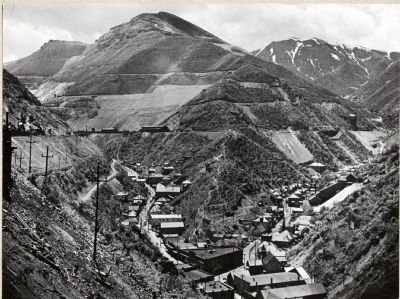 Copper Hill and Downtown Bingham Canyon image. Click for full size.