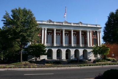 Tuscaloosa City Hall image. Click for full size.