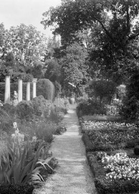 Chatham's formal gardens image. Click for full size.