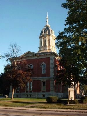 Marshall County Courthouse -and- The Honor Roll Marker image. Click for full size.