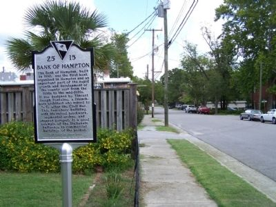 Bank of Hampton Marker as seen looking north along 1st Street East image. Click for full size.