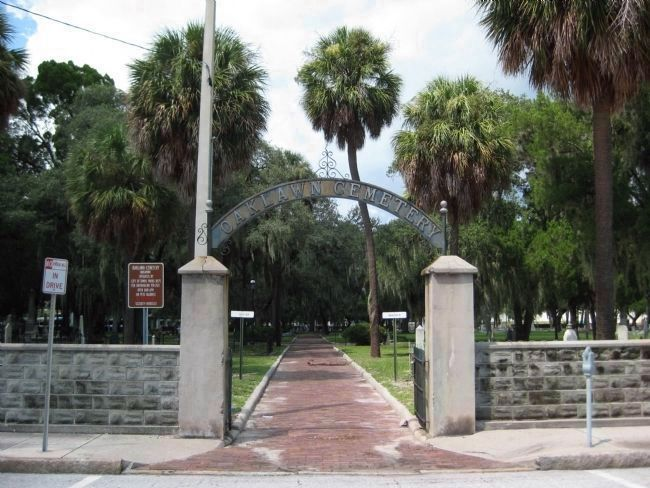 Oaklawn Cemetery Main Gate image. Click for full size.