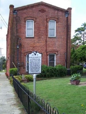 Bank of Hampton Marker, looking south on 1st Street East image. Click for full size.