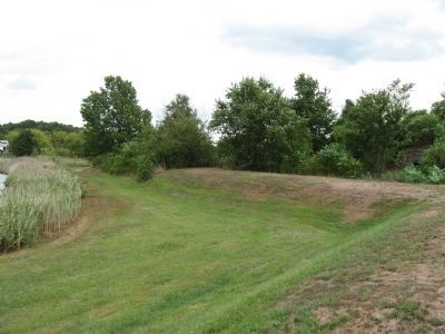 Earthworks from Civil War era Fort Nathan Hale image. Click for full size.