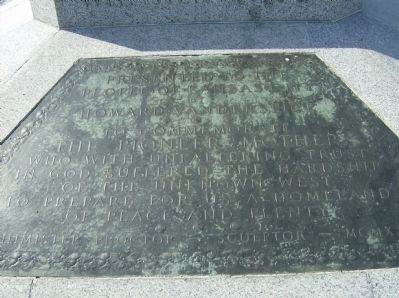 Pioneer Mother Monument Inscription Tablet image. Click for full size.