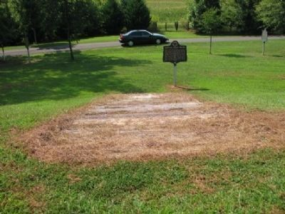 (left) Creek Indian Removal, (right) Cherokee Indian Removal and (mid) Oakville Indian Mound Markers image. Click for full size.