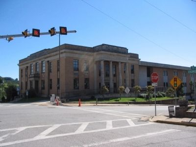 Modern Lee County Courthouse image. Click for full size.