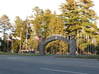 Veterans Memorial and Evergreen Cemetery image. Click for full size.