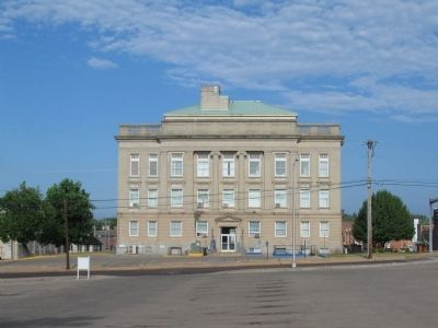 East Side of the Butler County Courthouse image. Click for full size.
