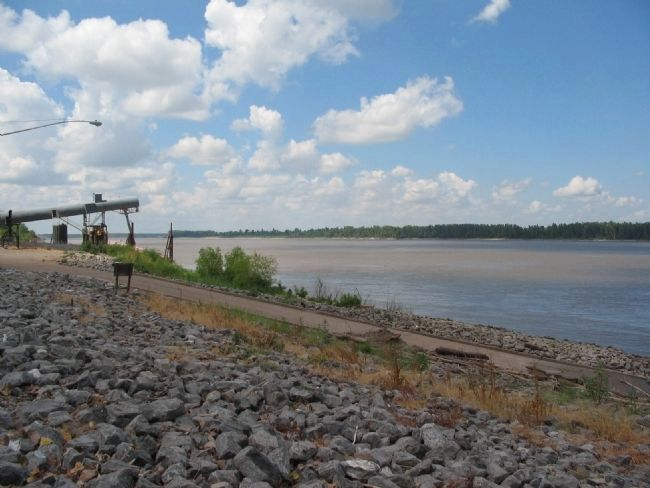 Mississippi River at Caruthersville image. Click for full size.