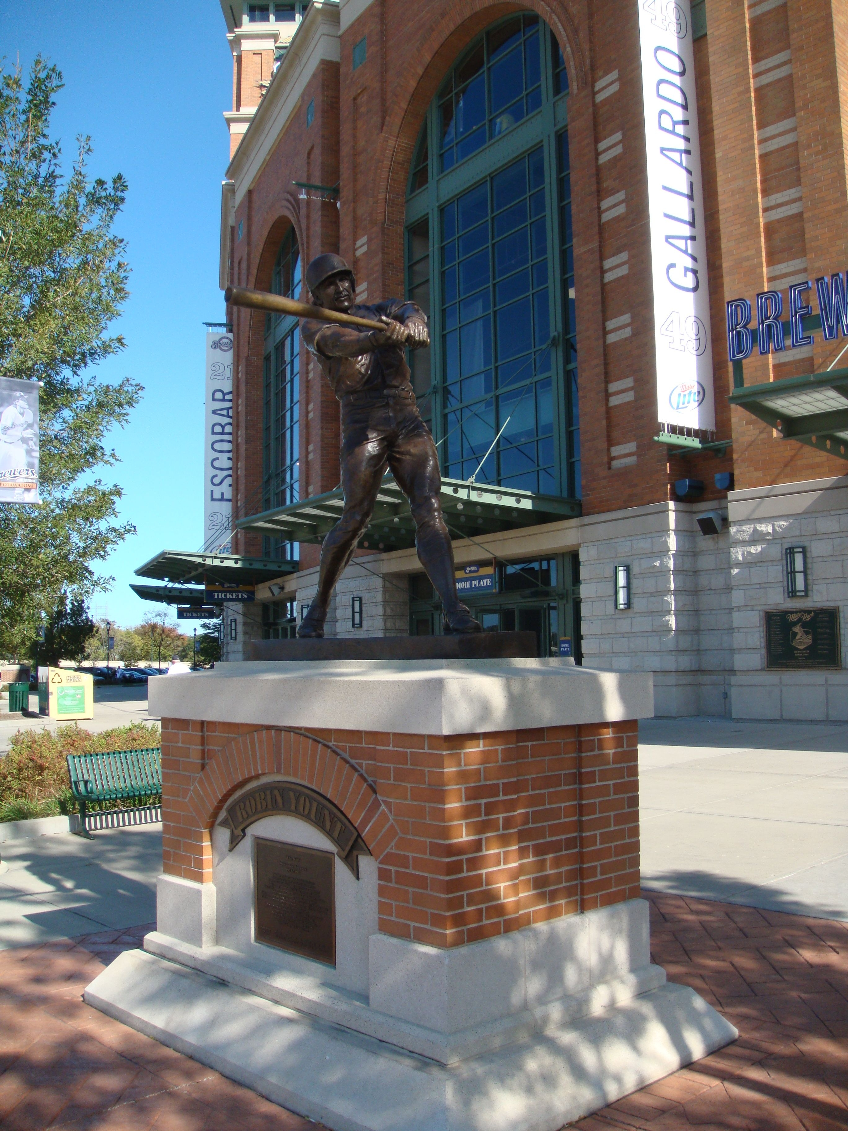 Robin Yount Marker and Statue