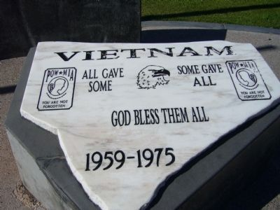 Vietnam Veterans Memorial image. Click for full size.