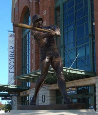 The Robin Yount Statue image. Click for full size.