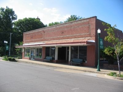 Store Along Hale Avenue image. Click for full size.