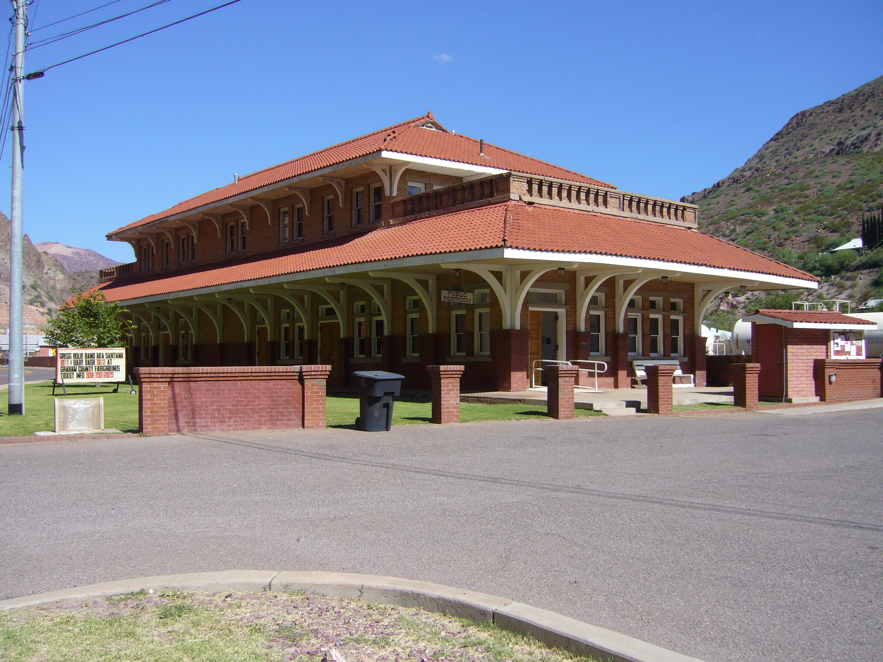 Town of Clifton train station