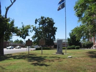 Markers and Memorial at the Courthouse image. Click for full size.