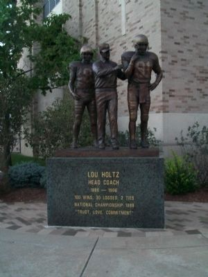 Lou Holtz Statue image. Click for full size.