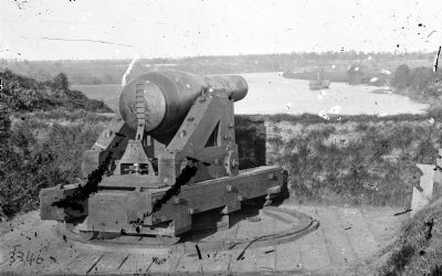 Columbiad gun in Fort Darling on James image. Click for full size.