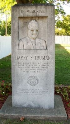 Harry S Truman Memorial image. Click for full size.