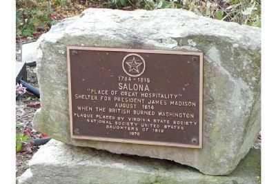 Rock and marker on the path to the Salona house image. Click for full size.