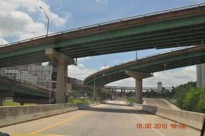 I-40 Up-ramp to Bridge over Mississippi River image. Click for full size.