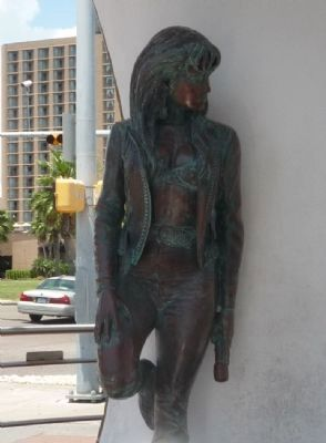 Selena Statue image. Click for full size.