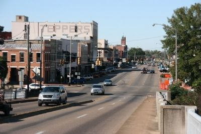 Looking North Along Broad Street (U.S. Highway 80) image. Click for full size.