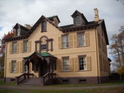 Lindenwald Mansion image. Click for full size.