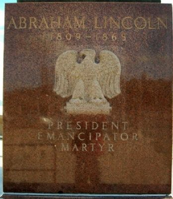 Abraham Lincoln Statue North Face image. Click for full size.