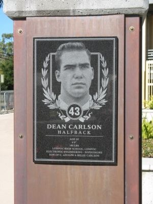 Dean Carlson - Halfback - 43 image. Click for full size.