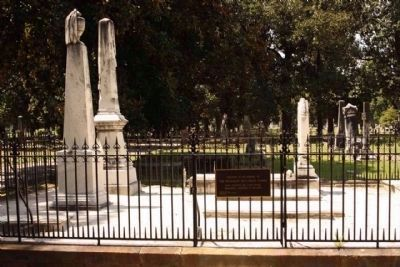 Magnolia Cemetery image. Click for full size.