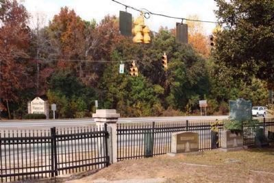 Christ Church's metal fence, as mentioned, plus State Historical Marker, along US 17 / US 701 image. Click for full size.